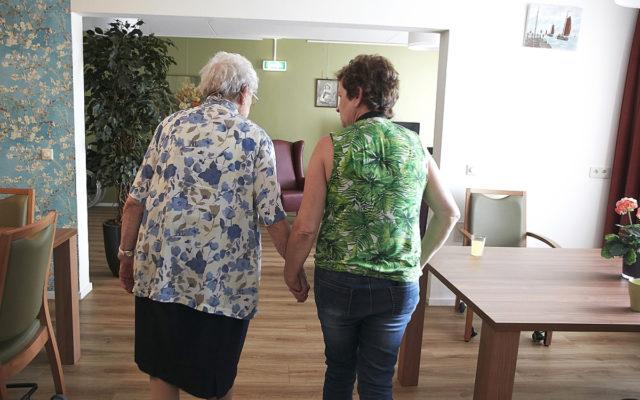 Vrijwilligers gezocht voor extra aandacht voor mensen met dementie