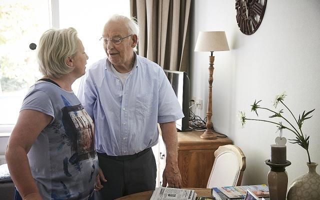 Aandacht voor iemand met dementie