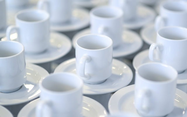 koffiekopjes als symbool koffiemiddag Kloek Amsterdam