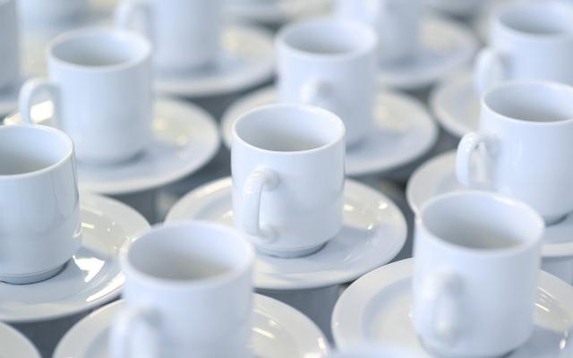 koffiekopjes als symbool koffiemiddag Kloek Amsterdam