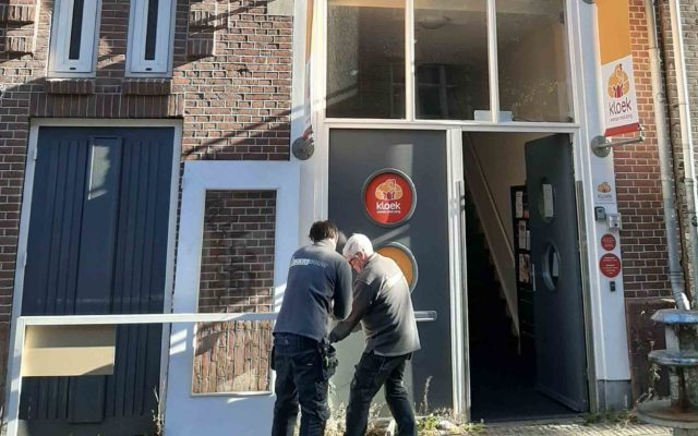 sociale deur geschonken door Koomen Installatie